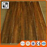 Plancher foncé extérieur de PVC gravé en relief par bois profond gentil de chêne tinctorial