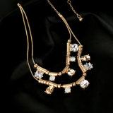 新しい普及した簡単な多層合金はダイヤモンドの女性のネックレス水低下デザインペンダントの宝石類にはめ込んだ