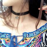 エナメルの水晶目の吊り下げ式の黒い革チョークバルブのネックレス