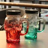 頭骨の形の帽子が付いている飲むコップまたはマグのためのガラスMosonの瓶