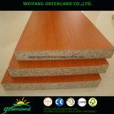 Tarjeta sólida del color y madera de los granos E1 del grado de Melamined de partícula/conglomerado de la melamina/conglomerado laminado