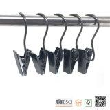Schwarzer Aufladungs-Metallhaken befestigt Aufhängung