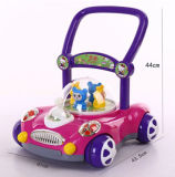 Criança do bebê que empurra o carro para que as crianças aprendam o passeio