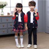 カスタム新しいばねおよび秋の国際的な学生服の男の子および女の子のクラスのスーツの長い袖均一パフォーマンススーツ