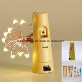 Зеленый шнур пробочки бутылки вина освещает батарею - приведенную в действие для декора свадебного банкета бутылки DIY рождества