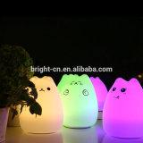 동물성 장난감 빛, 실리콘 물자를 가진 작은 귀여운 고양이 아기 침대 램프가 아이들에 의하여 사랑스러운 동물성 모양에게 호의를 보인다