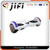 LEDの軽い2車輪の情報処理機能をもった自己のバランスのスクーター
