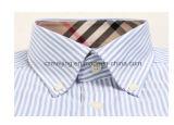 Una camicia a strisce dei tre uomini di colore
