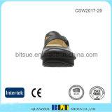 歩きやすい革内部の灯心の障害物の女性の靴