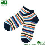 Цветастые нашивки продают изготовленный на заказ носки оптом лодыжки