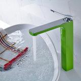 Le chrome de robinet de bassin a moulé le robinet vert