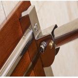 Los minusválidos montados en la pared de la seguridad riegan el taburete del baño del asiento