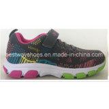 La maille des chaussures des enfants de Flyknit chausse les chaussures sportives