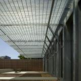 La reja de acero especial se aplicó en techo arquitectónico