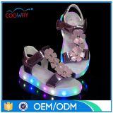 工場卸売価格の夏のサンダルLEDの子供の靴