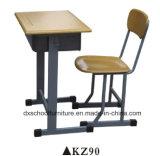 Tabela e cadeira do estudo da escola para o estudante