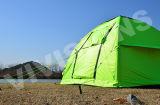 2-3 minuti hanno installato la tenda di campeggio gonfiabile per fare un'escursione