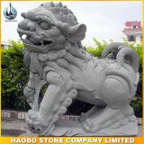 Tamanho de pedra do meio da escultura do leão