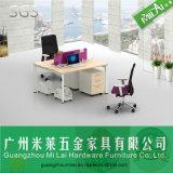 Partición moderna del sitio de trabajo de la oficina de la pierna del escritorio del hardware con la cabina