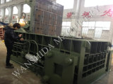 PLCは屑鉄の梱包機械を制御する