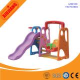 Пластичные качание и скольжение малышей установили для спортивной площадки