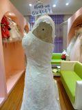 Sin tirantes y cordón con rebordear el vestido de boda Uw4049