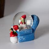La boule de neige de bonheur de Noël de résine de haute qualité est aussi promotionnelle