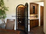 現代高品質のワイン貯蔵室の錬鉄のドア