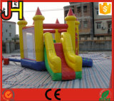 Gorila inflable combinada con la diapositiva para los cabritos