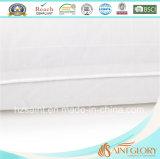 Protezione bianca del cuscino del coperchio del cuscino di uso dell'hotel e della casa