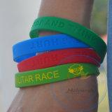Wristbands дня зеленого цвета браслета силикона высокого качества с вогнутым логосом
