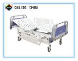 (A-40) Cama de hospital manual de función triple movible con la pista de la base del ABS