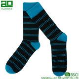 Streifen-Mann-lange Mannschafts-Zoll-Socken