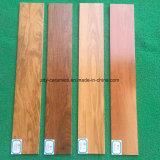 Mattonelle di pavimento di legno naturali di sguardo