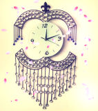 Reloj de pared labrado de la técnica del hierro cristalino hermoso para la decoración