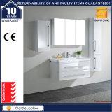 La última cabina blanca de los muebles del cuarto de baño de la laca del MDF con el espejo