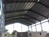 Almacén de la estructura de acero con la pintura ignífuga