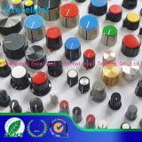 Botões plásticos serrilhados da montagem do aro do interruptor com ponteiro branco