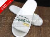 Белая тапочка хлопка гостиницы с логоса подгонянного тапочкой ЕВА Embroideried/гостиницы