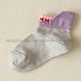 Reine Farben-Baumwollbequeme Baby-Gleitschutzsocke