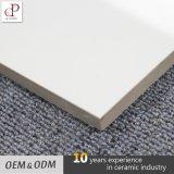 Azulejo de suelo esmaltado diseño de mármol blanco de la porcelana de Carcara del precio de fábrica