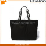 Totes pretos baratos simples do cliente do desenhador e grandes sacos da praia