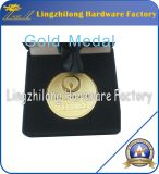 Médaille d'or avec l'emballage de cadre de velours