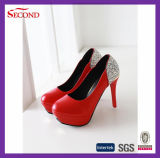 Zapatos de las plataformas de las mujeres del color rojo