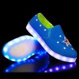 De modieuze Schoenen van het Canvas van de Vrije tijd en LEIDENE Schoenen met 7 LEIDENE Lichten in Sterren