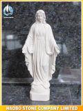 A pedra abençoou a mão da estátua de Mary cinzelada