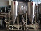 A máquina plástica consiste na tela de vibração, no armazenamento e no ventilador do material