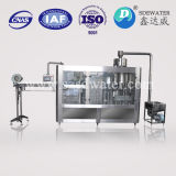 Relleno del agua potable y máquina del lacre