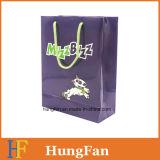 Bolsa de papel encantadora del regalo del estilo de la historieta con la impresión de la insignia