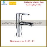 Mixer van het Water van het Bassin van de Badkamers van het Chroom van de Waren van het Handvat van het messing de Enige Sanitaire